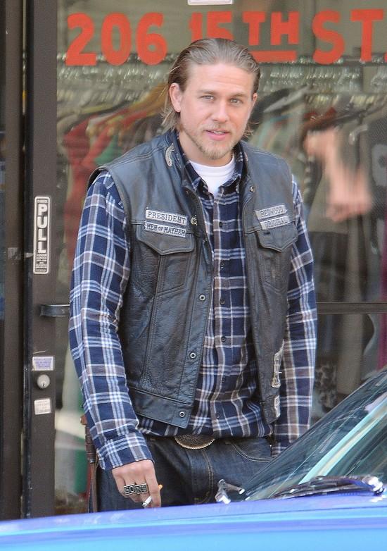 Charlie Hunnam nie zagra Greya. Zagra Kr�la Artura