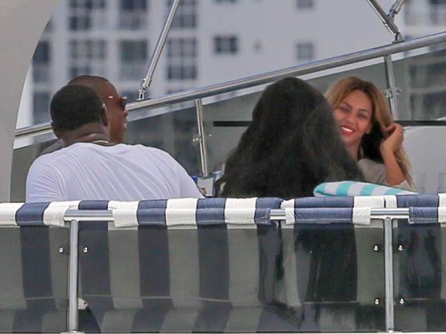 Beyonce z mężem i córeczką na luksusowym jachcie (FOTO)