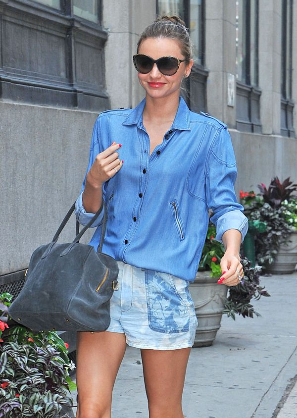 Gorąca nawet w dżinsowej koszuli (FOTO)