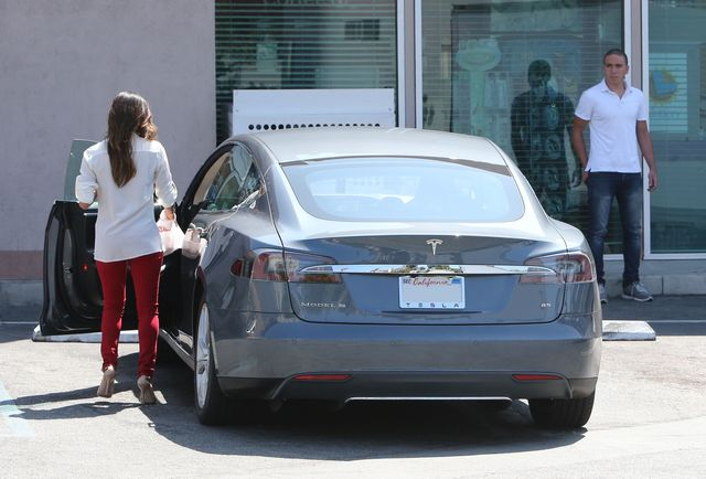 Eva Longoria nawet przed stacją benzynową ma swoich fanów