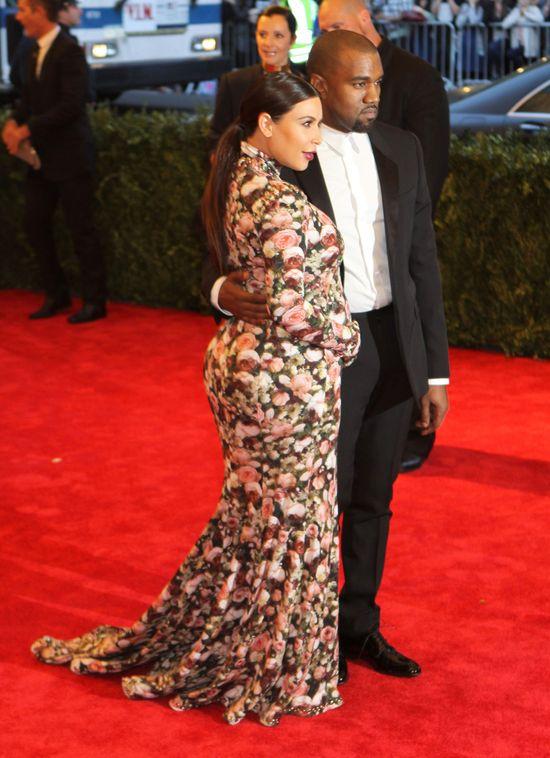 Ciężarna Kim Kardashian w bikini (FOTO)