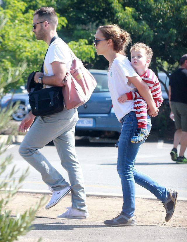 Natalie Portman w spodniach i w sukience (FOTO)
