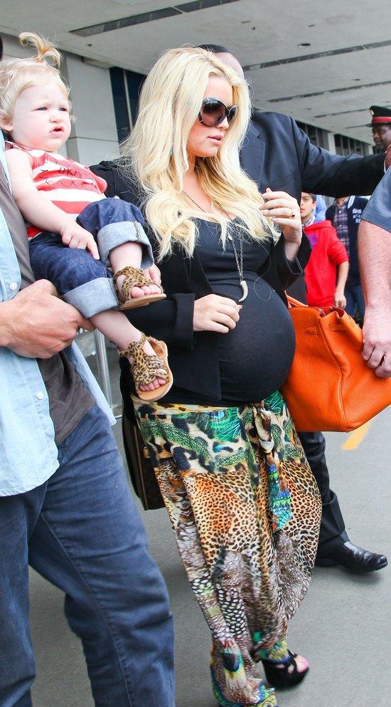 Jessica Simpson ma już bardzo okazały brzuszek (FOTO)