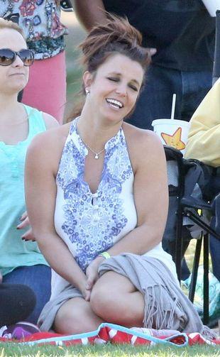 Britney Spears naśladuje… dzięcioła [VIDEO]