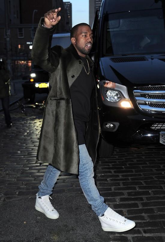 Kanye West obiecuje, �e przestanie si� wypowiada�