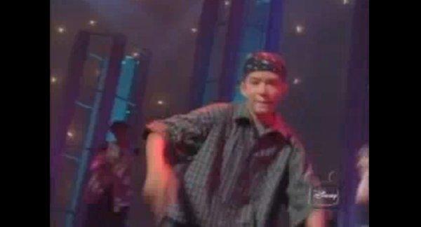 Nastoletnia Britney i Justin bawią publiczność (VIDEO)