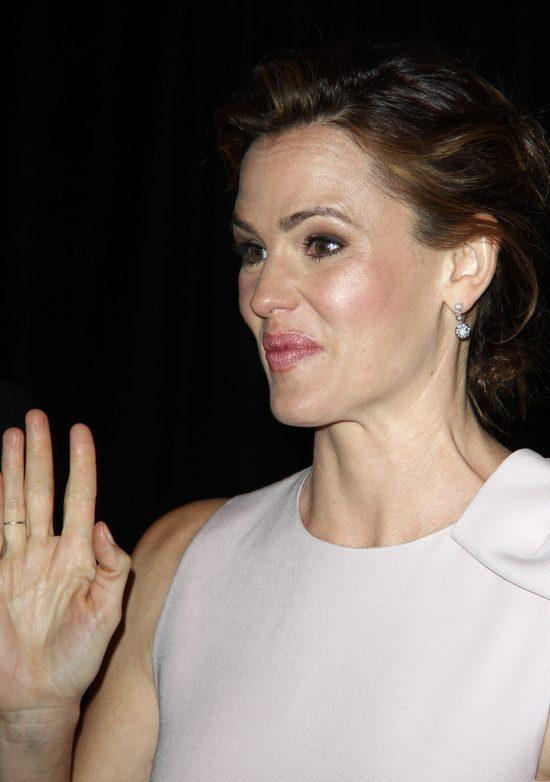 Jej palec nie zmieścił się na pokładzie (FOTO)