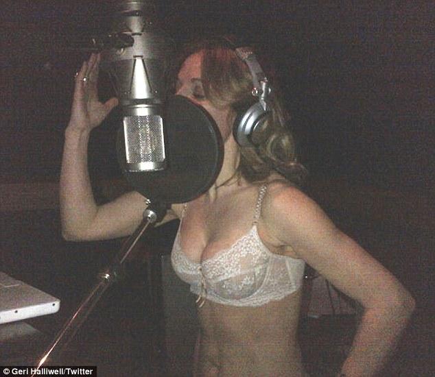 W studio rozebrała się do bielizny (FOTO)