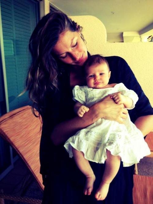 Gisele Bundchen chowa córeczkę przed papparazzo