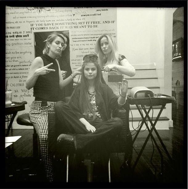 Selena Gomez przed�u�y�a w�osy (FOTO)