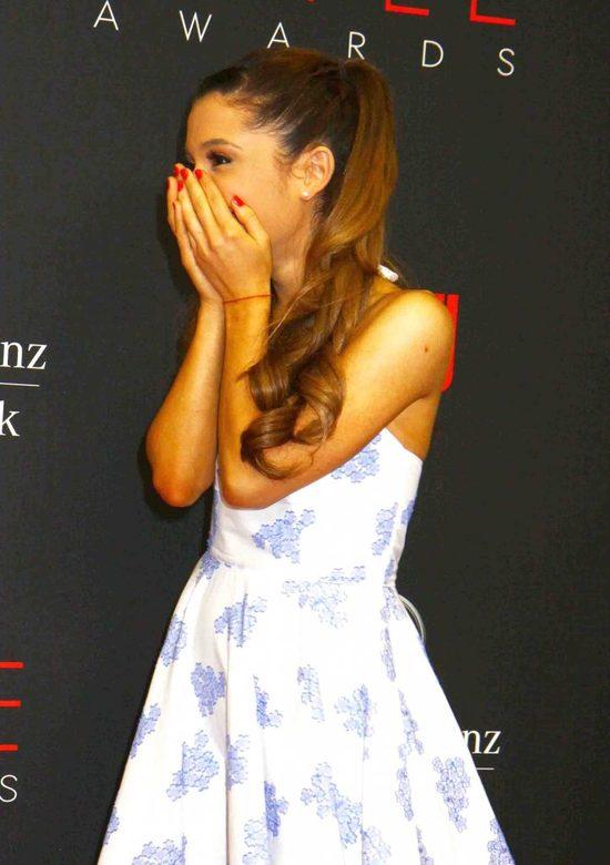 Łysa Ariana Grande