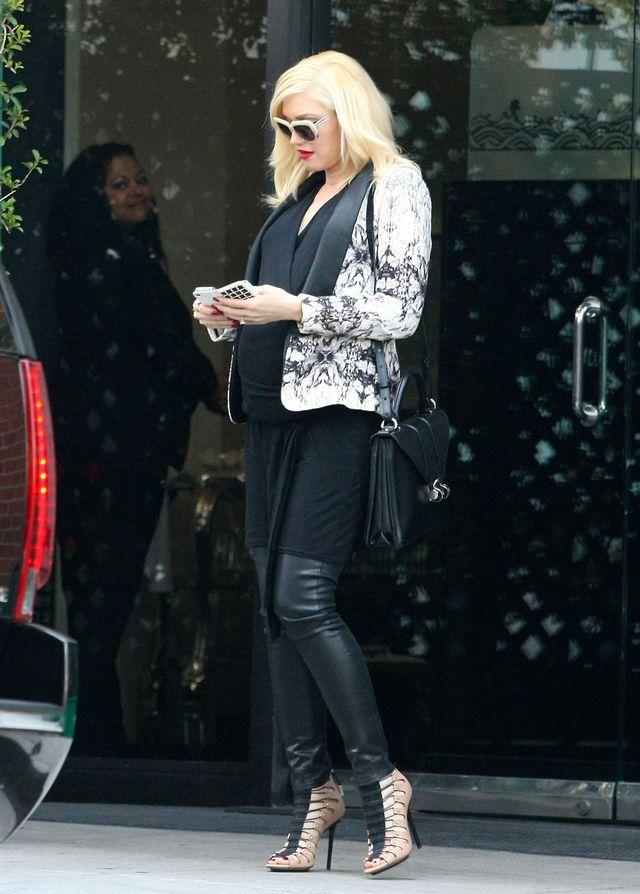 Pierwsza sweet focia Gwen Stefani z ciążowym brzuchem (FOTO)