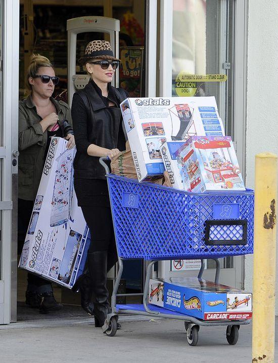 Gwiazdy na świątecznych zakupach (FOTO)