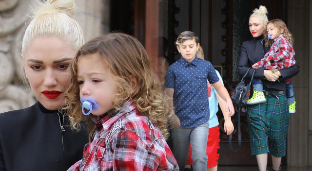 Gwen Stefani z trójką dzieci pojechała w niedzielę do kościoła (FOTO)