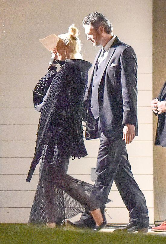 Co sobie my�la�a Gwen Stefani zak�adaj�c TO na �lub... FOTO