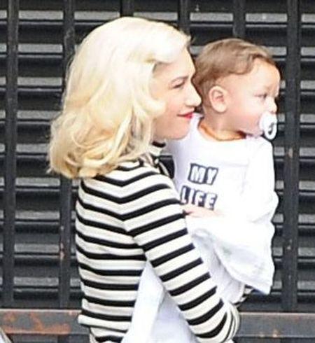 Ta modna mama zawsze dba o stylówkę synka. (FOTO)