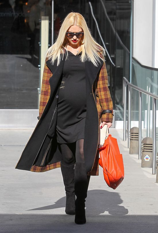 Wreszcie pokazała ciążowy brzuszek (FOTO)