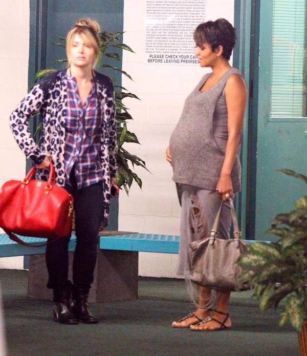 Halle Berry w mocno zaawansowanej ciąży (FOTO)