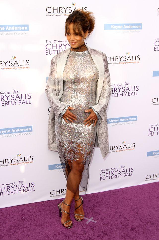 50-letnia Halle Berry JEST W CIĄŻY? (ZDJĘCIA)