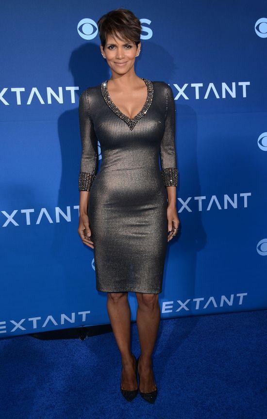 Halle Berry nie wstydzi się odstającego brzuszka (FOTO)