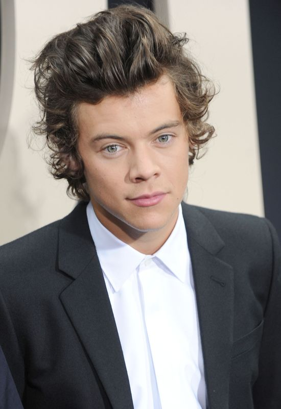 Harry Styles pocałuje Carę Delevingne? (FOTO)