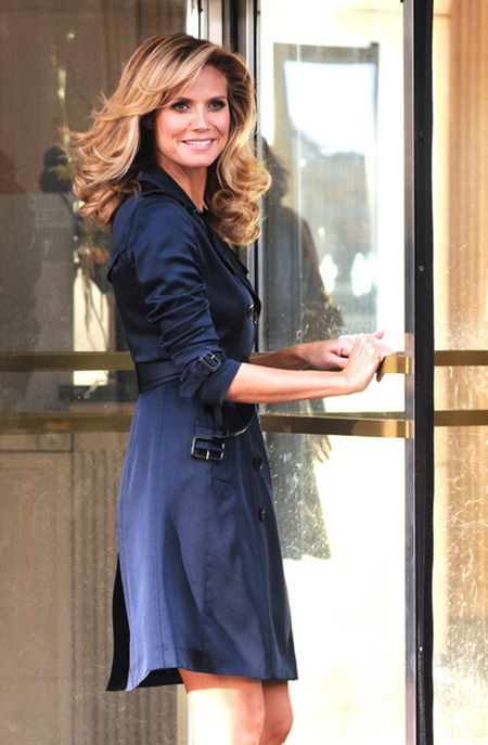 Heidi Klum nawet w trenczu wygląda sexy (FOTO)