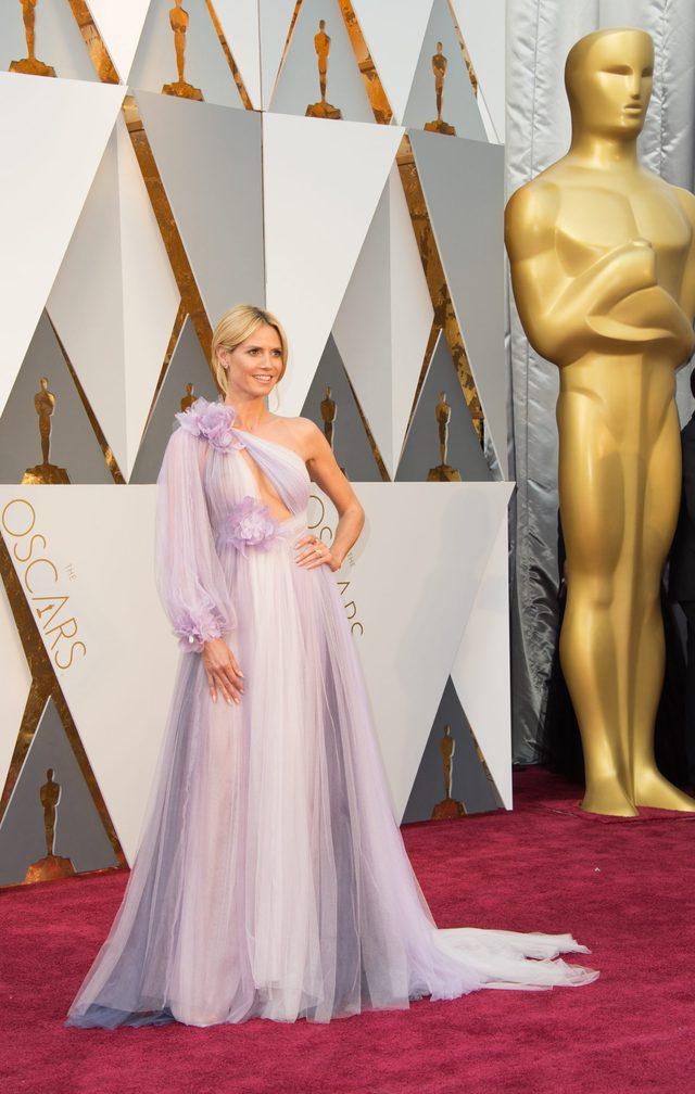 Oscarowa sukienka Heidi Klum porówanana do... myjki (FOTO)