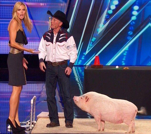 Heidi Klum całuje się ze świnią (FOTO)