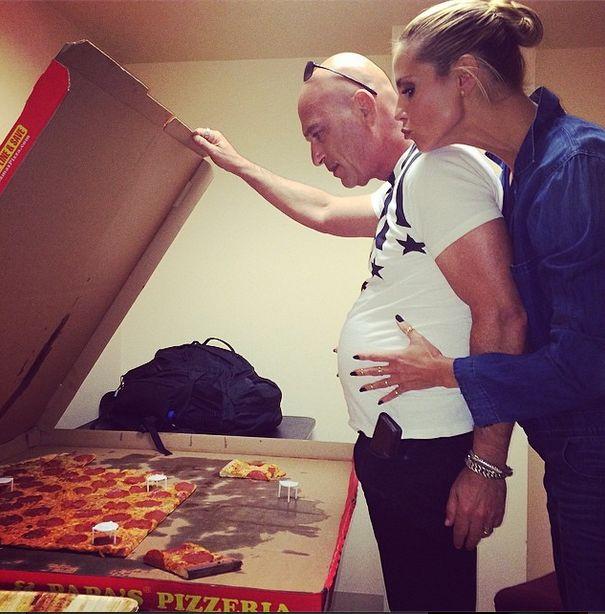 Ma 41 lat, jest mamą czworga dzieci i zajada pizzę (FOTO)