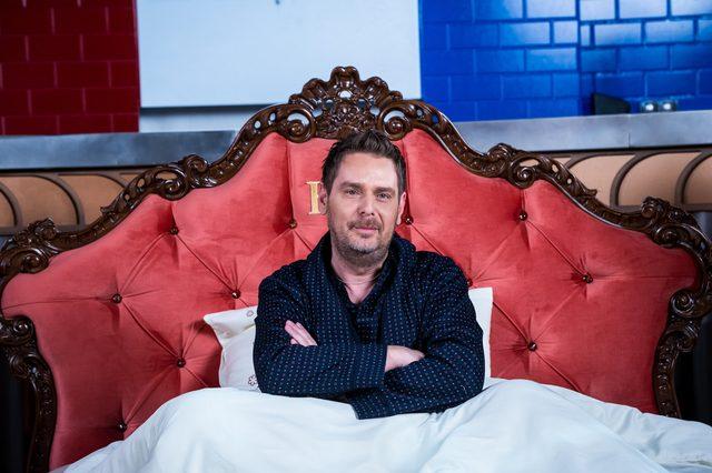 Wojciech Amaro pokazał swoje królewskie łoże [VIDEO]