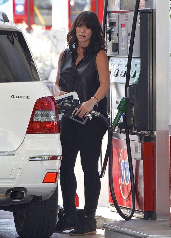 Brzuszek Jennifer Love Hewitt rośnie jak na drożdżach (FOTO)