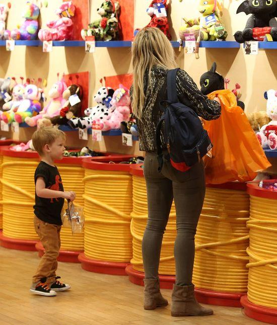 Wybieranie zabawek bardzo go zmęczyło (FOTO)