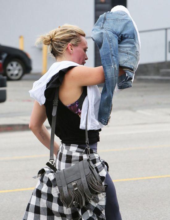 Spocona Hilary Duff przyłapana bez makijażu (FOTO)