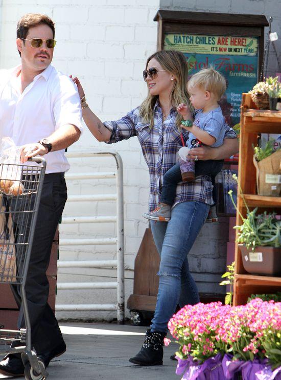 Rodzinne zakupy w wydaniu Hilary Duff (FOTO)