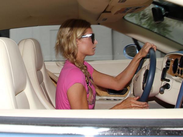 Paris Hilton zarobiła mandat (FOTO)