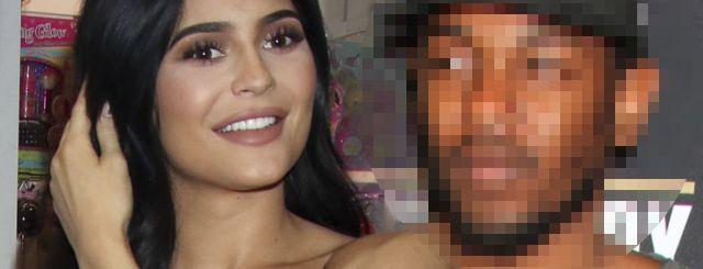 To już OFICJALNE! Kylie Jenner ma nowego chłopaka (VIDEO)