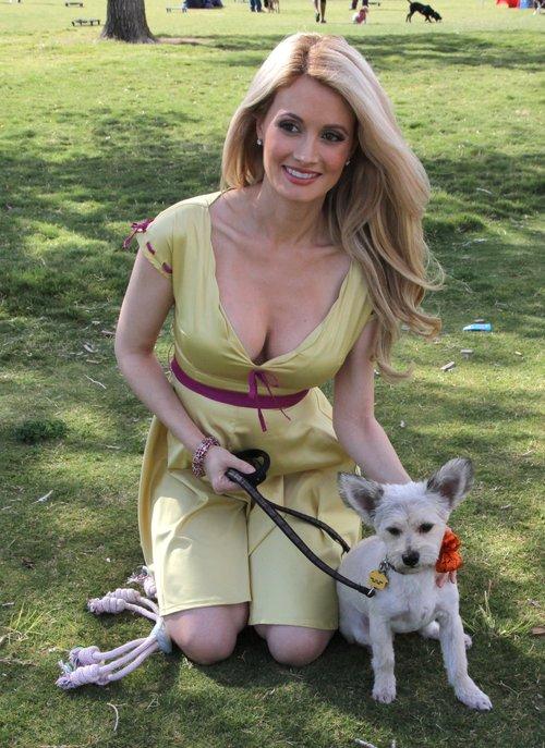 Były króliczek Playboya chwali się ciążowym brzuszkiem FOTO