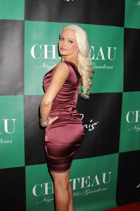 Holly Madison wraca na łamy męskich magazynów (FOTO)