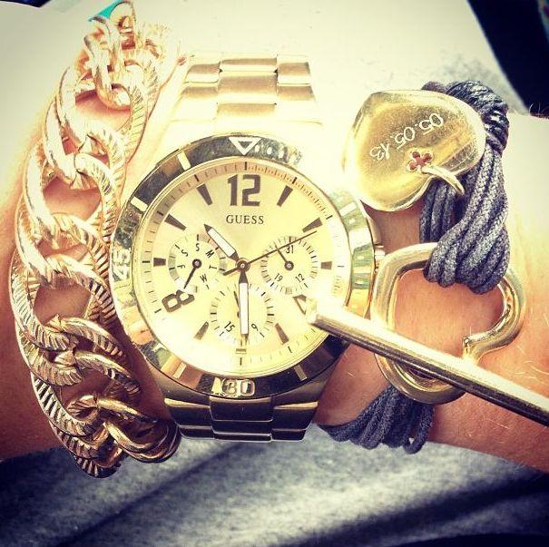 Kto si� chwali markowym zegarkiem i bi�uteri�? (FOTO)
