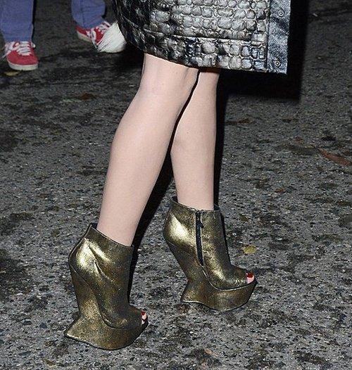 Honey - trudno być fashionistką, gdy wieje po nogach (FOTO)