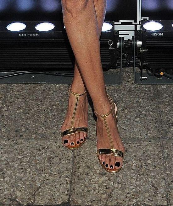Czy Joanna Horodyńska powinna pokazywać tak żylaste stopy?