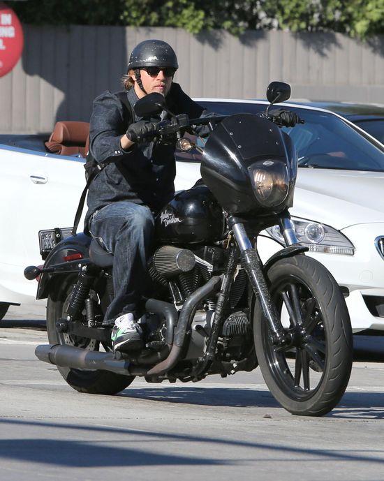 Zamiast gali Emmy wybrał przejażdżkę motocyklem (FOTO)