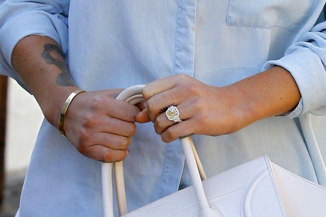 Jest pierścionek, jest ustawka! (FOTO)