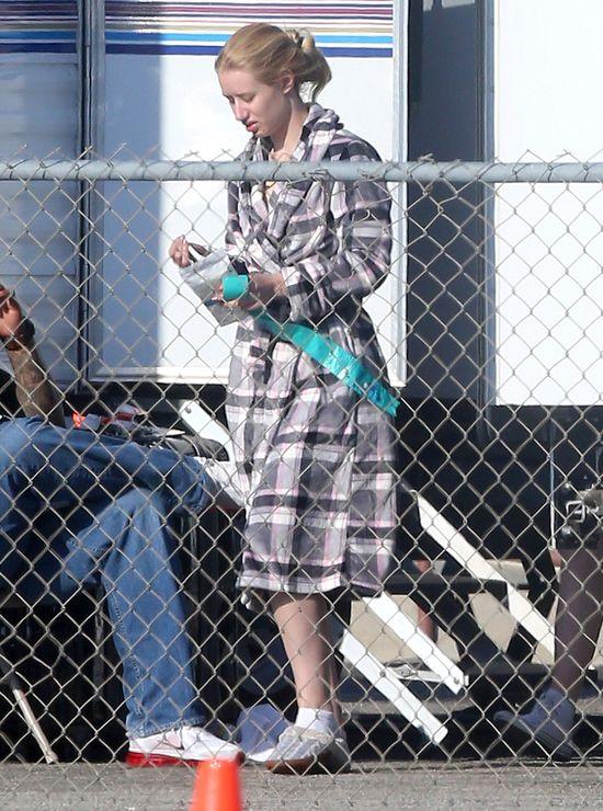 Iggy Azalea w kapciach kontra psia kupa (FOTO)