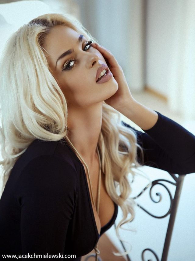 Monika Synytycz - seksowna blondynka z klipu Donatana
