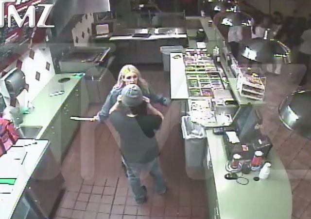 Jamie Lynn Spears atakuje nożem w fast foodzie! (FOTO)