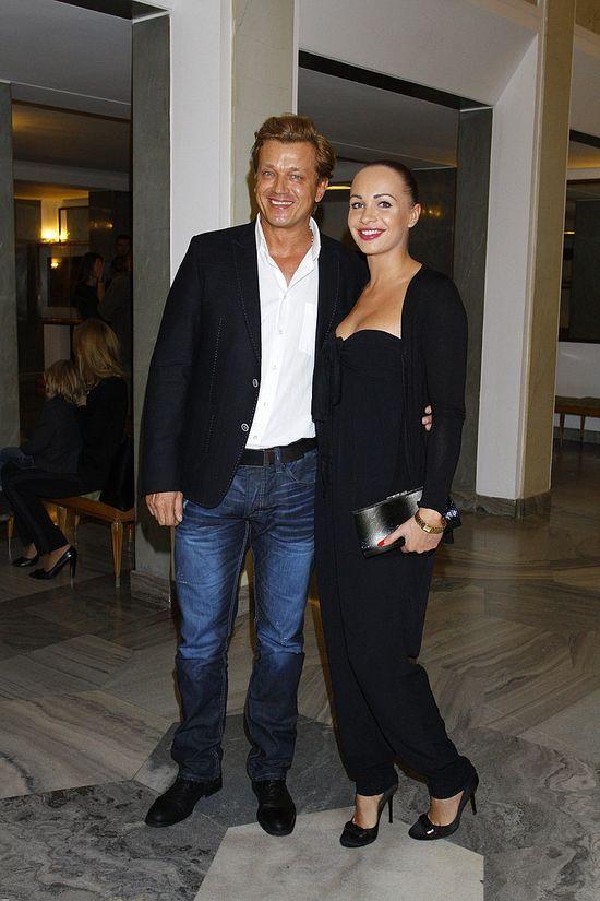 Jarek Jakimowicz z partnerką na salonach (FOTO)