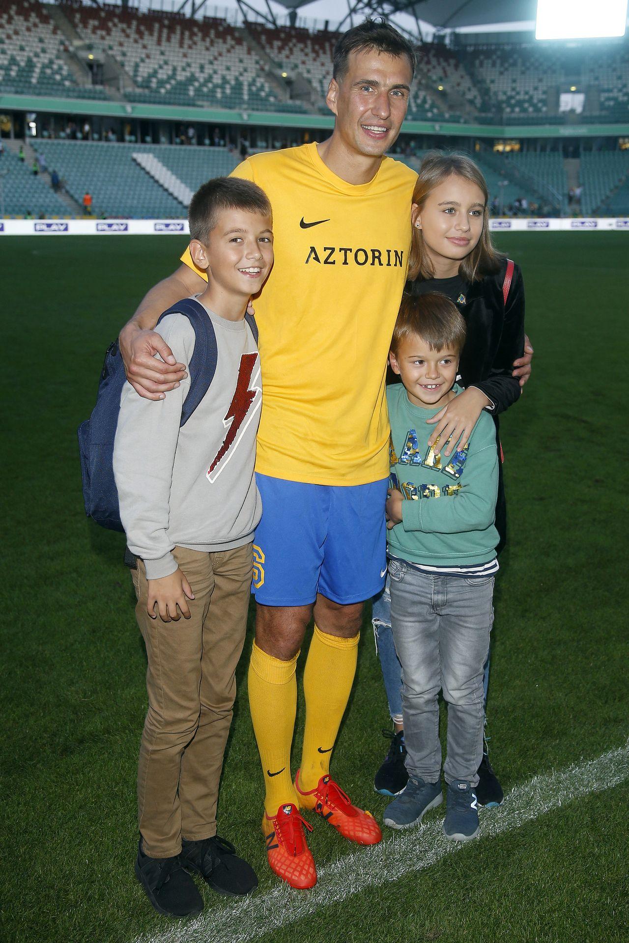 Jarosław Bieniuk pokazał zdjęcie z dzećmi, fani o Oliwii: PETARDA