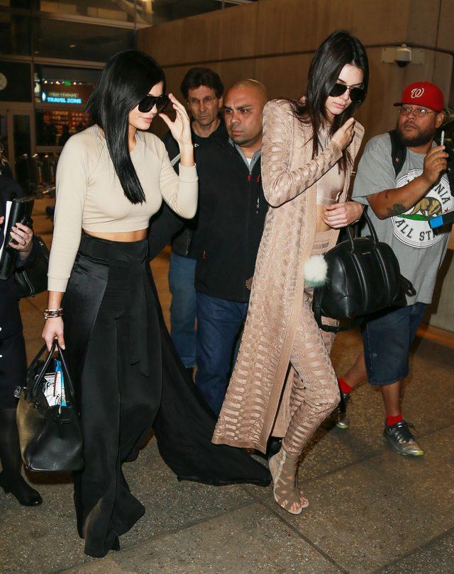 Kendall Jenner i Kylie Jenner wracają z biznesowej podróży