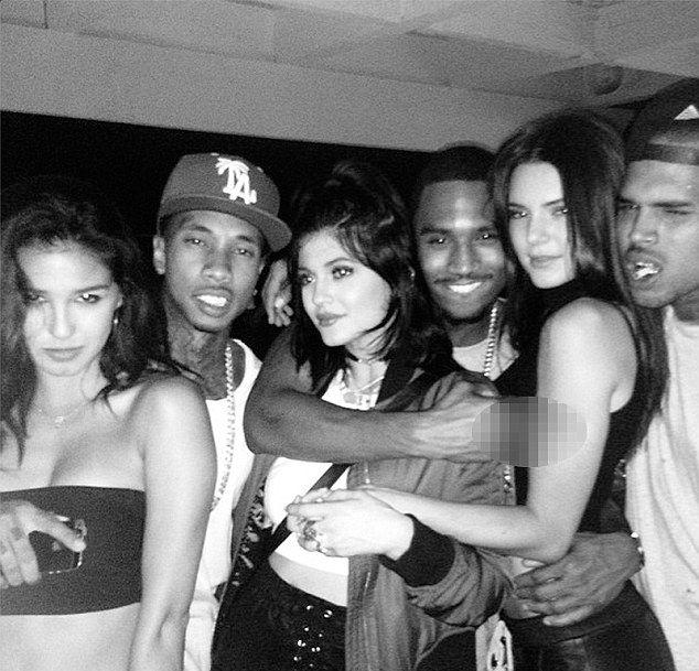 Siostry Jenner imprezują z Chrisem Brownem (FOTO)